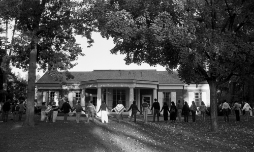 Students encircle the Alumni House in a silent vigil during the October 1985 Trustees meeting