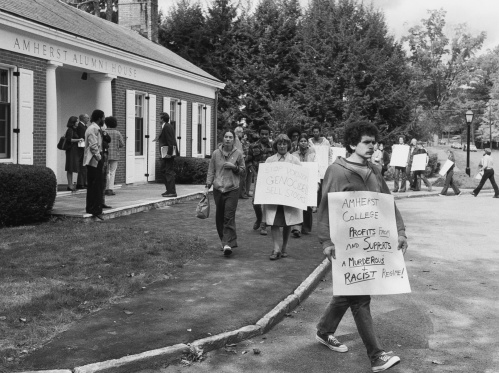 Picketers outside the fall Board of Trustees meeting, 1977