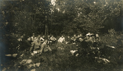 Students celebrating Mountain Day on Mt. Toby, October 1907